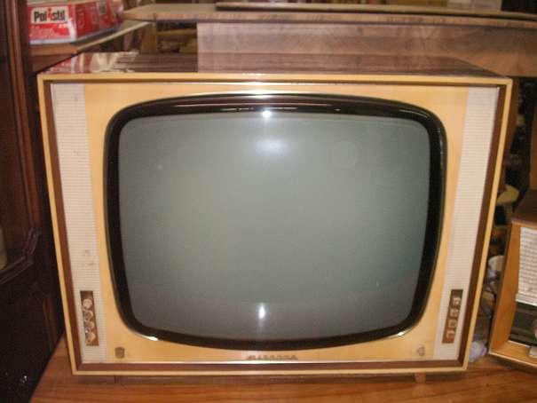 Alter Fernseher, TV Gerät, Radio, ahrer weyer