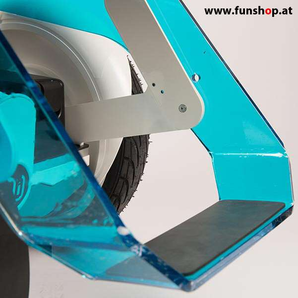 Nino Robotics der neue elektrische selbstbalancierende Rollstuhl in blau und weiss der Spass macht im FunShop Wien kaufen testen und probefahren
