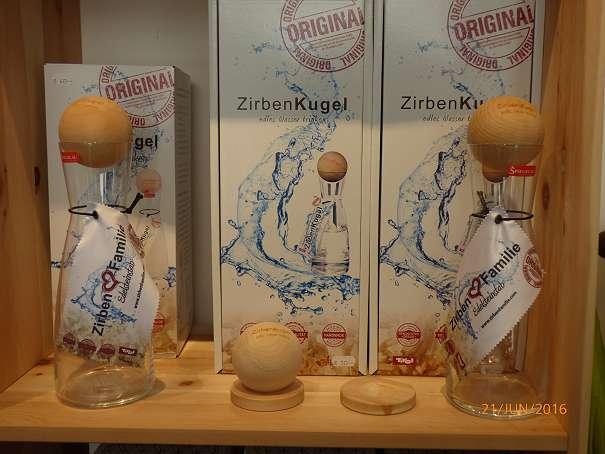 1 Liter Wasserkaraffe mit Zirbenkugel