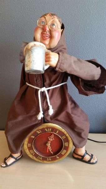 . Mönch mit Uhr und seinen Bierkrug. Sehr guter Zustand