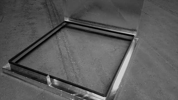 Brunnen Schachtdeckel 600x600mm inkl. Lüftungsrohr feuerverzinkt
