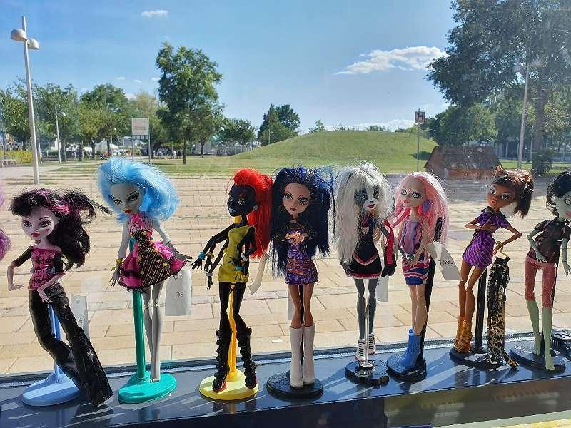 Große Auswahl an Spielsachen / Barbies, Mylittle Pony etc