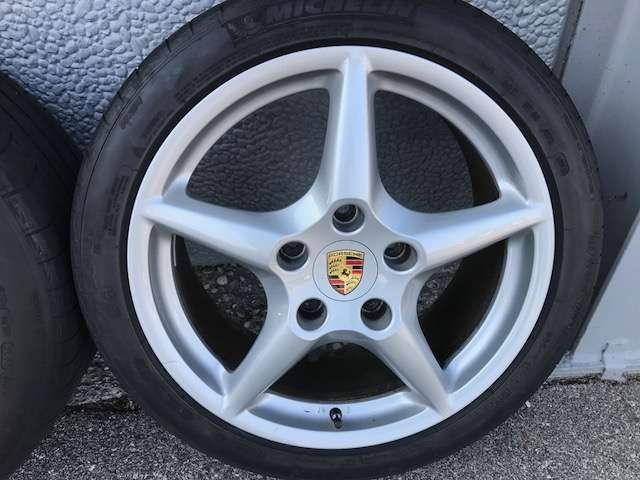 PORSCHE 911 997 Carrera und S orig. 18 Zoll Alufelgen mit Sommerreifen