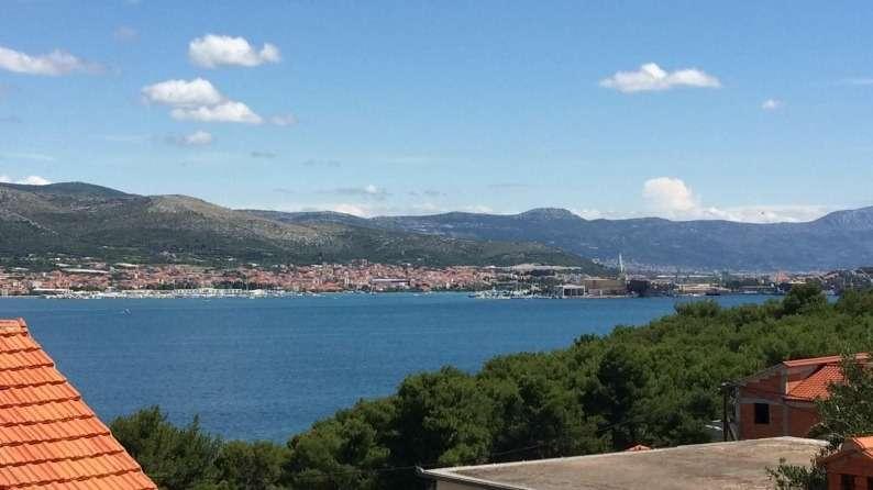 """Bild 1 von 9 - M""""blierte Ferienwohnung in Kroatien nahe am Meer zum Verkauf - Panorama Scouting."""