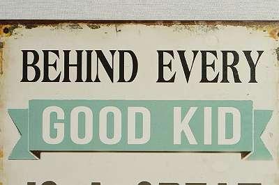 BEHIND EVERY GOOD KID IS A GREAT MOM ! Geniales Metallschild im Vintage-Chic – 25 x 33 cm Great Mom | Antiklook Used Retro Shabby Brocante Mutter Mama Kind Kid Danke Muttertag