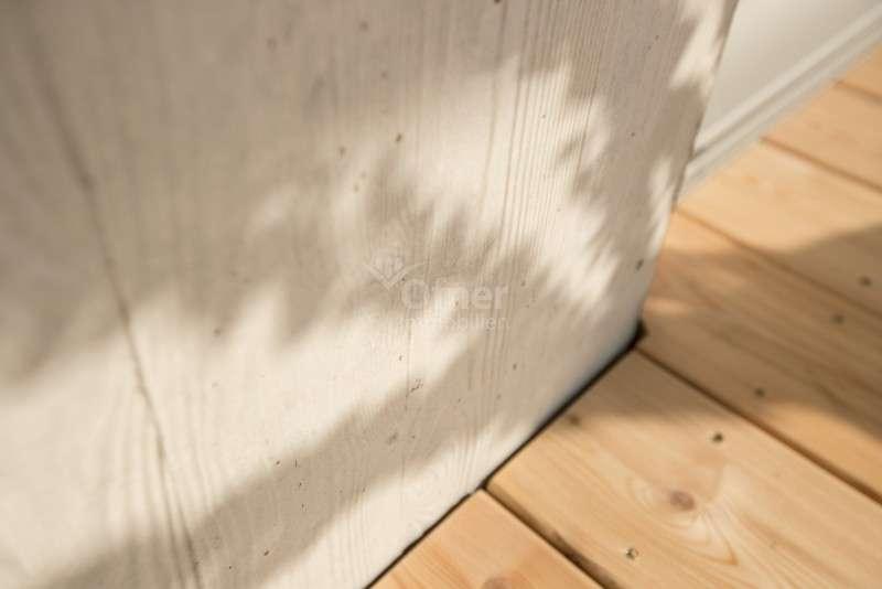 Detail Außenmauer / Terrassenboden
