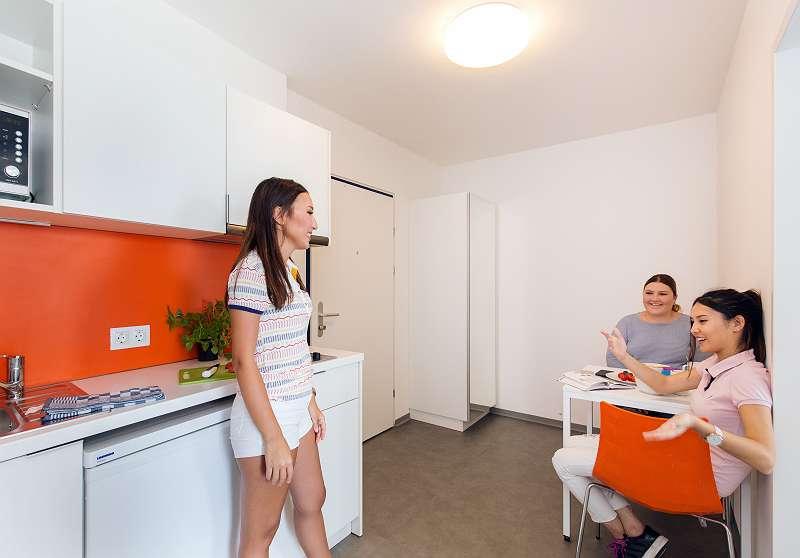 Vorraum mit Kleinküche im 2er/3er Apartment