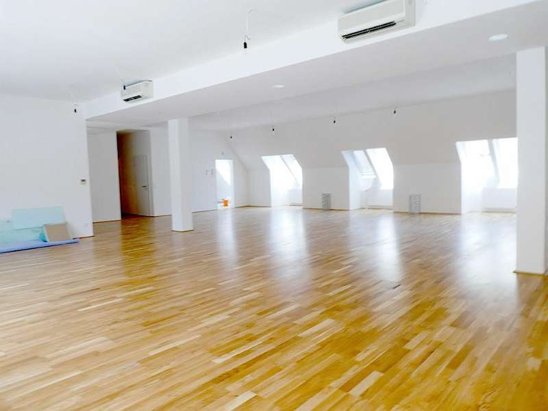 Bild 1 von 9 - Großraumbüro