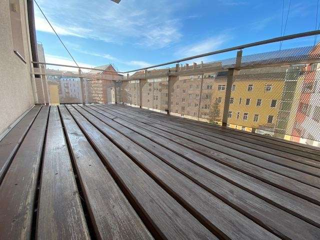 Bild 1 von 9 - hofseitiger Balkon