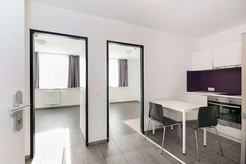 Vorraum mit Küche im Zwei-Zimmer-Apartment
