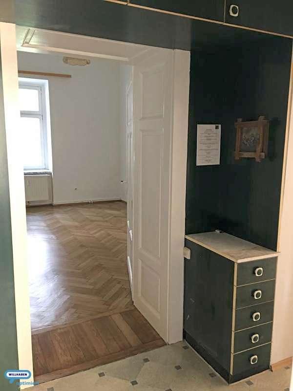 Garderobe, ins Zimmer 1