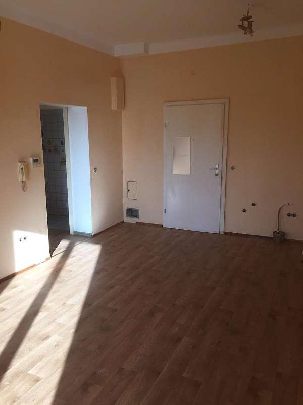 Wohnzimmer - Blickrichtung Eingangstür
