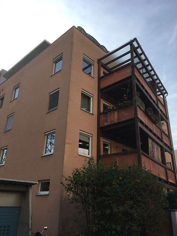 ...die oberste Wohnung mit der überdachten Terrasse