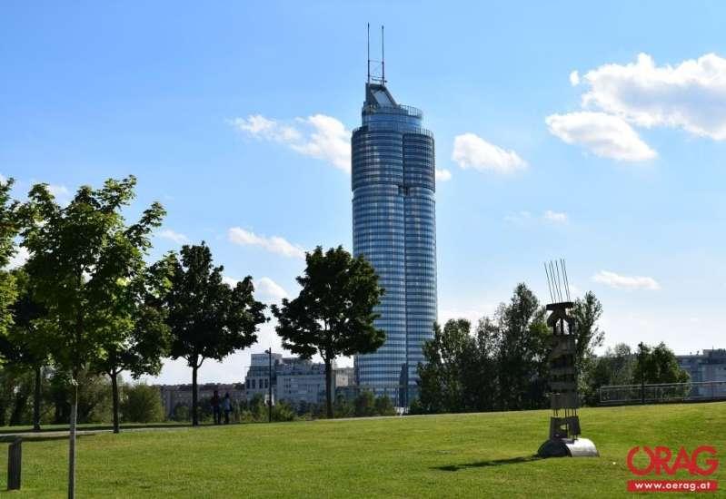 Bild 1 von 5 - Tower Aussenansicht