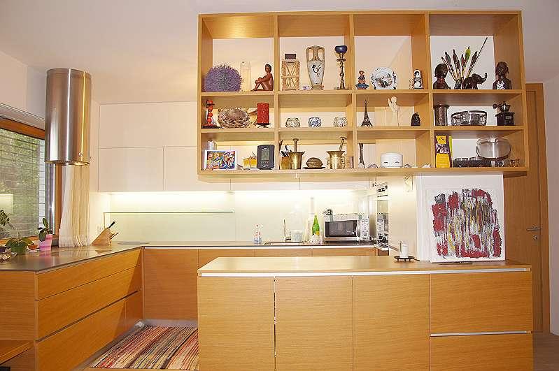 offene Küche mit Blick zum Tisch