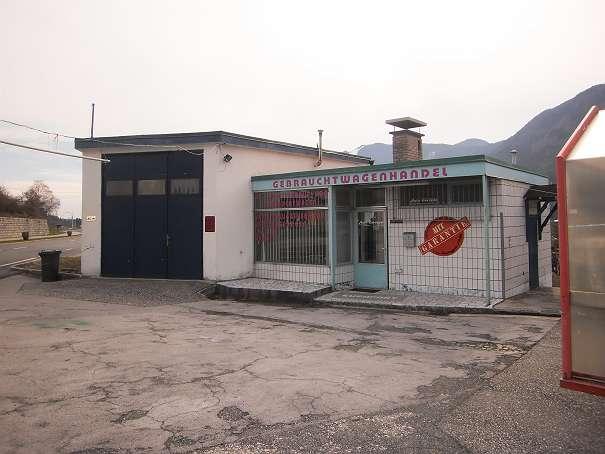 Nordansicht mit Garage/Werkstätte, Lager und Büro