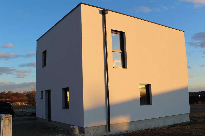 Sonniger Neubau
