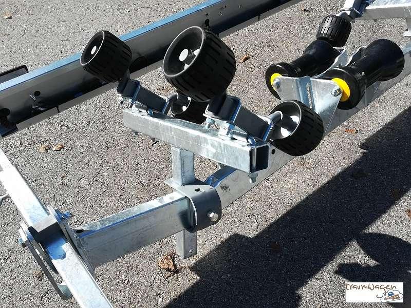 SONDERPREIS - Bootsanhänger für Boote bis 7,2 m Länge (24 Fuß), Nutzlast 1970 kg, Gesamtgewicht 2500 kg - MIT WIPPE - NEU