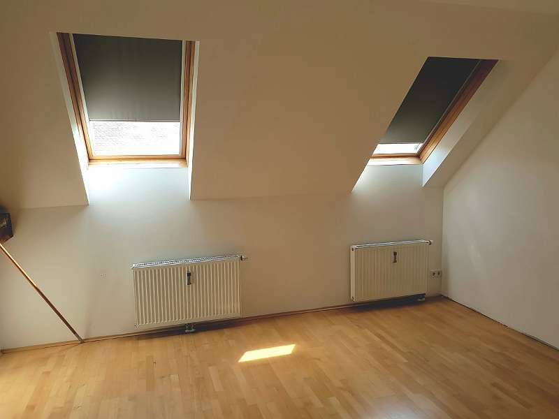 Geräumige 3-Zimmer-Altbauwohnung mit Innenhofbalkon - Klosterwiesgasse