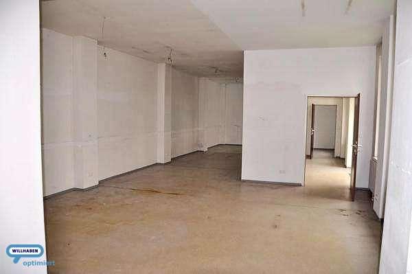 großer Raum Innenhof