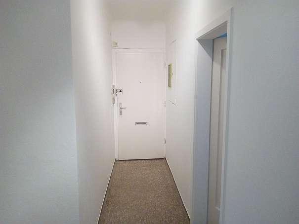 Bild 1 von 19 - Vorraum Richtung Eingangstür