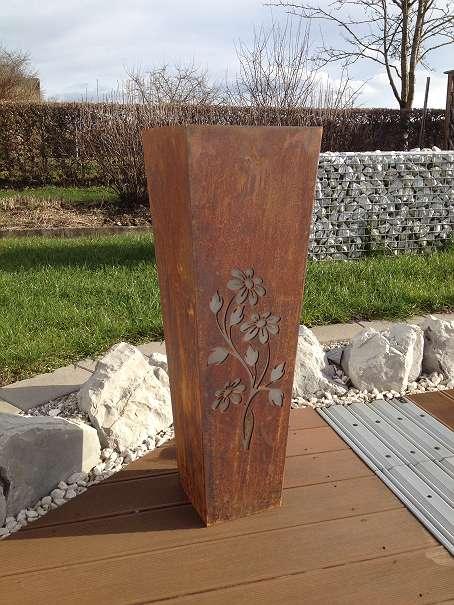 Blumentopf Metall Säule Edelrost mit Aludekorblume