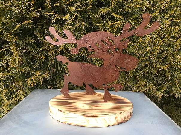Weihnachtsdeko Metallfigur Elch rostig auf Holzteller groß