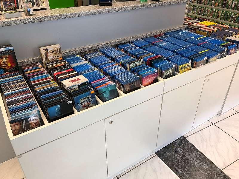 Blu-ray und DVD Filme Serien