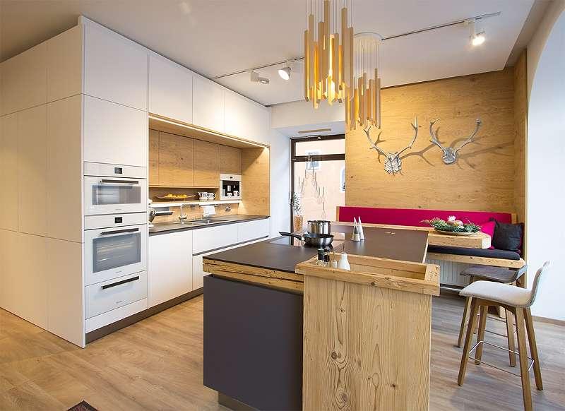 küche weiß deckenhoch mit kochinsel in anthrazit, € 25.790