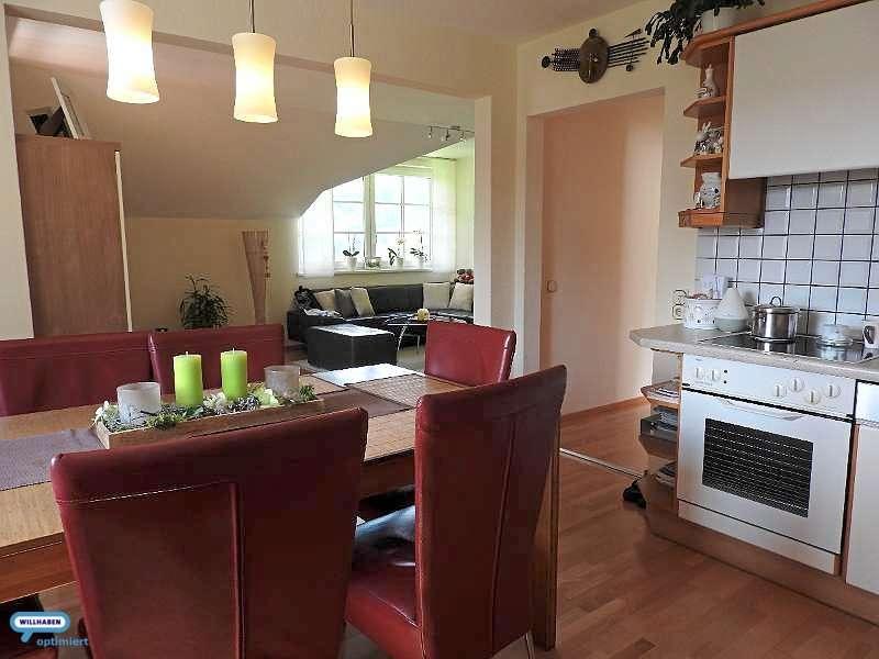 offener Küchen- Eß- Wohnbereich mit Ausgang auf den Balkon
