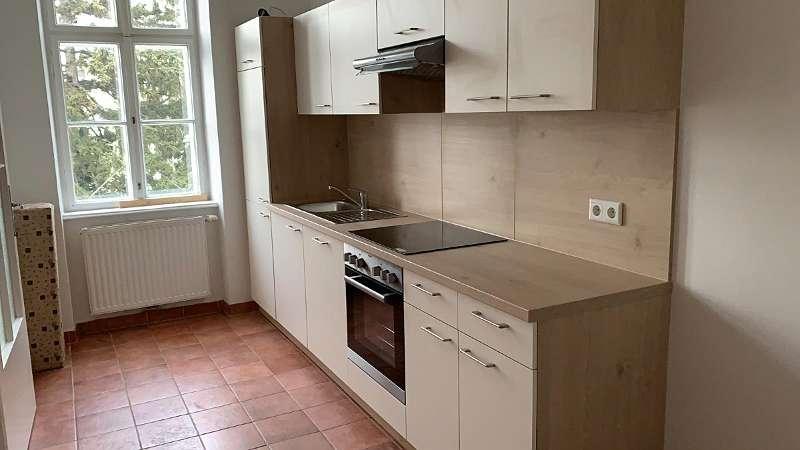 Wohnküche mit einer neuen Einbauküche