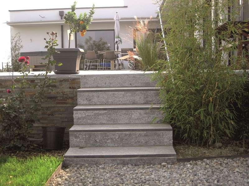 Bluestone Trittstufe geflammt/gebürstet 150/35/3cm Euro=92,80-/m²
