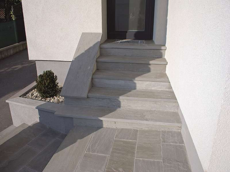 Sandstein Kandla Grey ,Mint,Modak Trittstufe spaltrau kalibriert Kanten gesägt 150/35/4cm Euro=117,00-/101,80-/m²