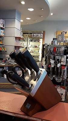 Selbstschärfender Messerblock ZWILLING, 7 teilig, dunkelbraun (Esche), Vier Sterne, KIS Technologie (Keep It Sharp Technologie)