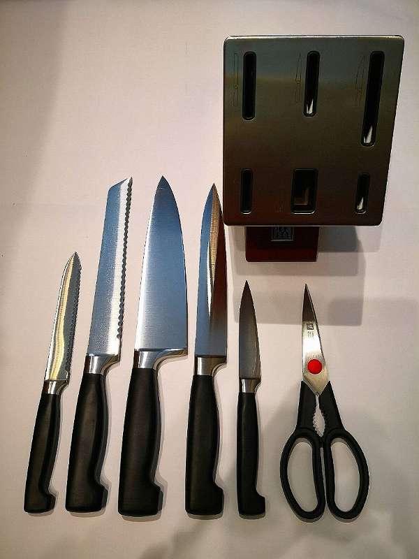 Messerübersicht mit Block