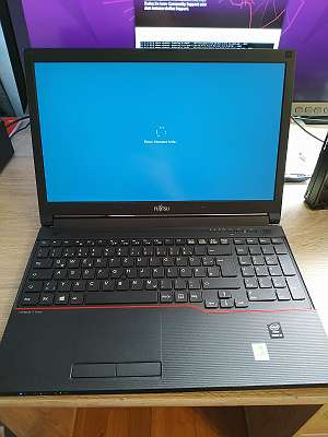 Fujitsu Laptop mit 15,6 Zoll, intel i5, 8GB RAM, Win10 + Office