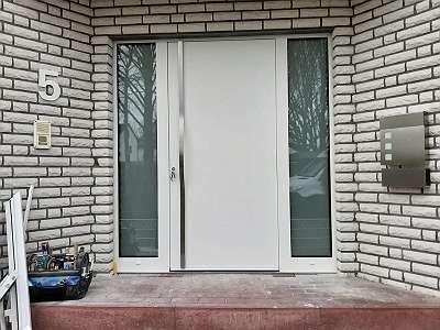 Haustüren - Garagentore - Hauseingangstüren Vollalu 80 od 100 mm ganzflächig (keine Füllungstüren) U-Wert bis 0,67 W - Institut Rosenheim geprüft - Einbruchschutz RC 3 - Besonderheit Magnetschwelle - Verbundsicherheitsglas Haustürkonfigurator online
