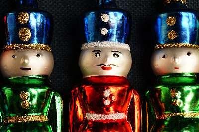 Original mundgeblasener, handbemalter LAUSCHA Christbaumschmuck – Nußknacker bunt gemischt Höhe ca. 12 cm Kultiger, alter Christbaumschmuck Weihnachtsbaum Christbaum Kugel Zapfen Schmuck Figur Figuren