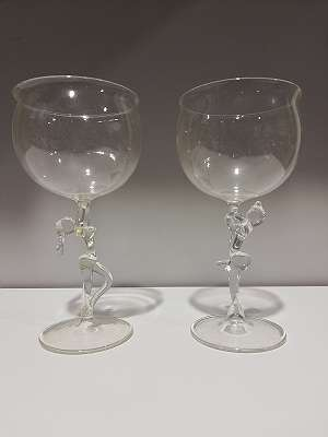 Paar Gläser mit Frau + Mann