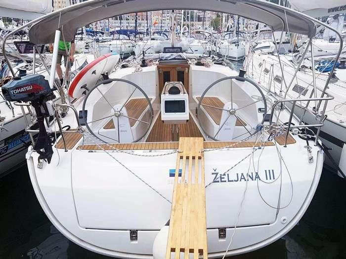 Bild 1 von 10 - Bavaria Cruiser 41 - Heck mit Badeplattform