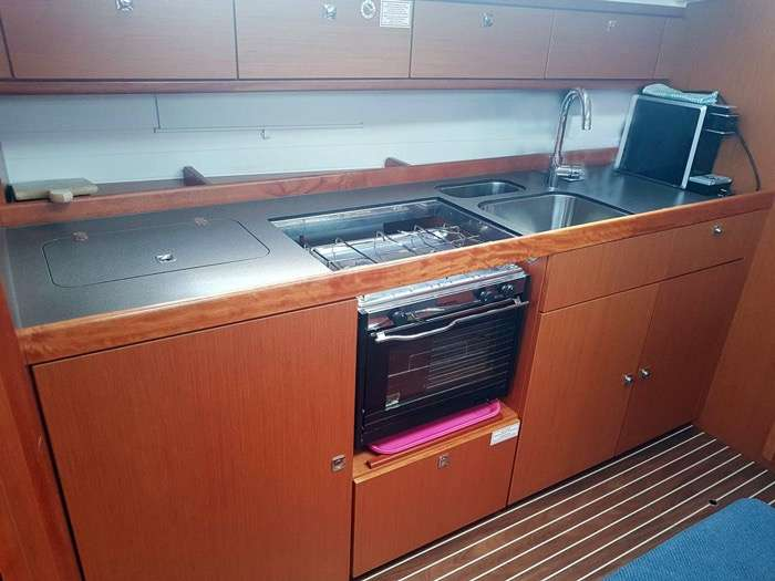 Bavaria Cruiser 41 - Pantry