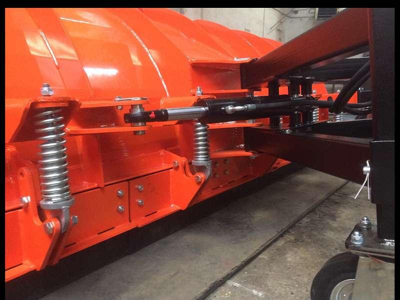 SCHNEESCHILD - SCHNEEPFLUG 800 mm hoh. 3000 mm breit - MANITOU Aufn. AGROMET !