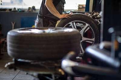 Reifenmonteur Reifenhändler