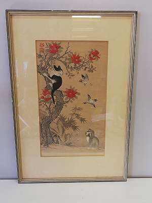 Wan Shan Chin Chung- Hund am Boden schaut auf zu Katze auf dem Baum