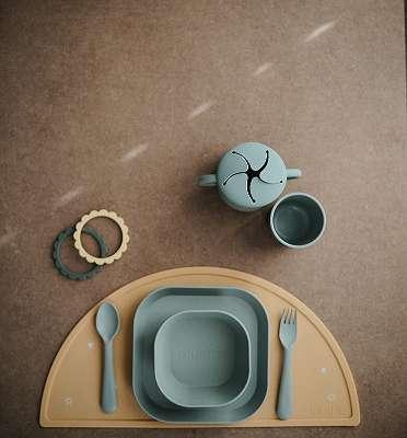 Mushie Kinderausstattung (Geschirr, Besteck, Snackbox, Spielzeug, uvm.) - NEU & OVP
