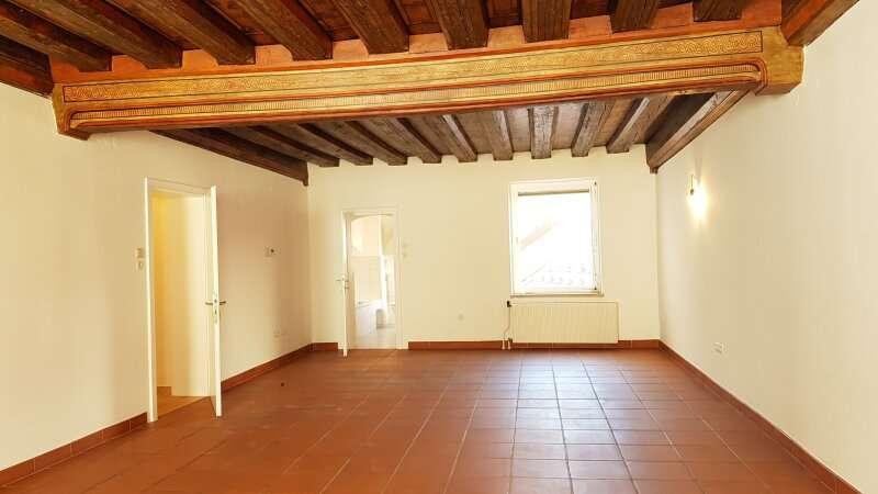Bild 1 von 11 - Wohnzimmer mit denkmalgeschützter Decke