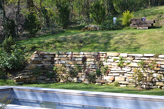 trockenmauersteine natursteine trockenmauer blockstufen steinplatten 180 1230 wien. Black Bedroom Furniture Sets. Home Design Ideas