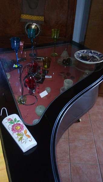 vitrinen fl gel bar deko 390 4844 regau willhaben. Black Bedroom Furniture Sets. Home Design Ideas