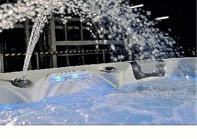 Outdoor Whirlpool Salerno von Bluewater Spas® für 5 Personen, 220x220x92cm, versandkostenfrei, weitere Modelle auf unserer Homepage