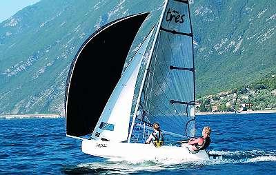 TOPAZ Race X mit Gennaker und Foliensegel (Symbolphoto)